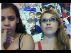 Two Omegle girls Flahing on webcam
