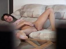Teen girl masturbates pussy on hidden cam