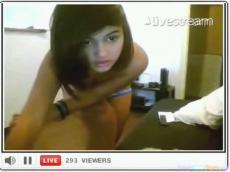 18yo brunette gets naked on Livestream