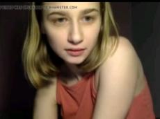 Young teen posing nude on Chatroulette