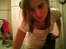 Amateur teen masturbates in bathroom