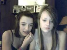 2 emo girls flashing and kissing on Bazoocam, stickam